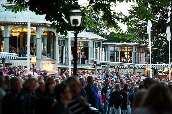 varbergs turistbyrå öppettider